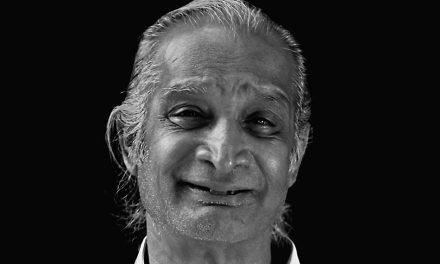 ಎ. ಎನ್. ಮುಕುಂದ ತೆಗೆದ ಕೀರ್ತಿನಾಥ ಕುರ್ತಕೋಟಿ ಅವರ ಚಿತ್ರ.