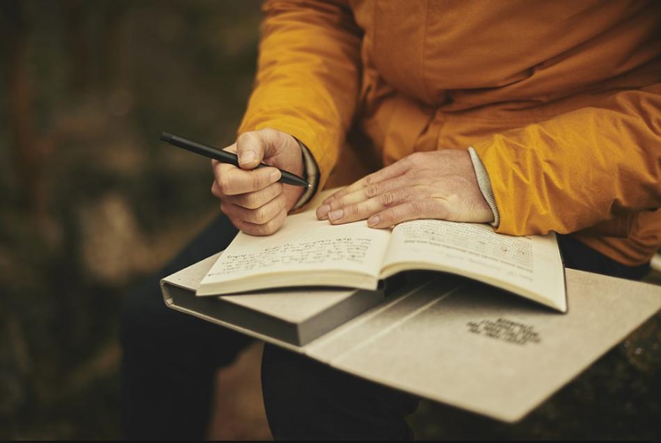 ಪದಗಳಲಿ ಅವಿತ ಕವಿತೆಗಳ ವ್ಯಾಮೋಹದ ಕುರಿತು:ಆಶಾ ಜಗದೀಶ್ ಅಂಕಣ