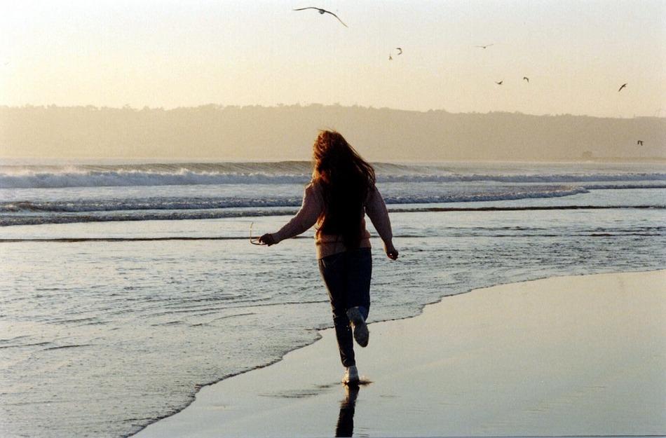 ಕರೆವ ಕಡಲಿನ ಹಿಂದೆ ಹಿಂದೆ: ವಿನತೆ ಶರ್ಮಾ ಅಂಕಣ