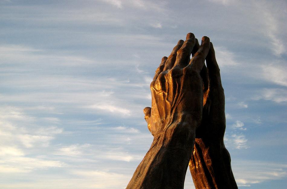 ದ್ವಂದ್ವಪೀಠದ ಮೇಲೆ ದೇವರ ನೆನೆಯುತ್ತ….